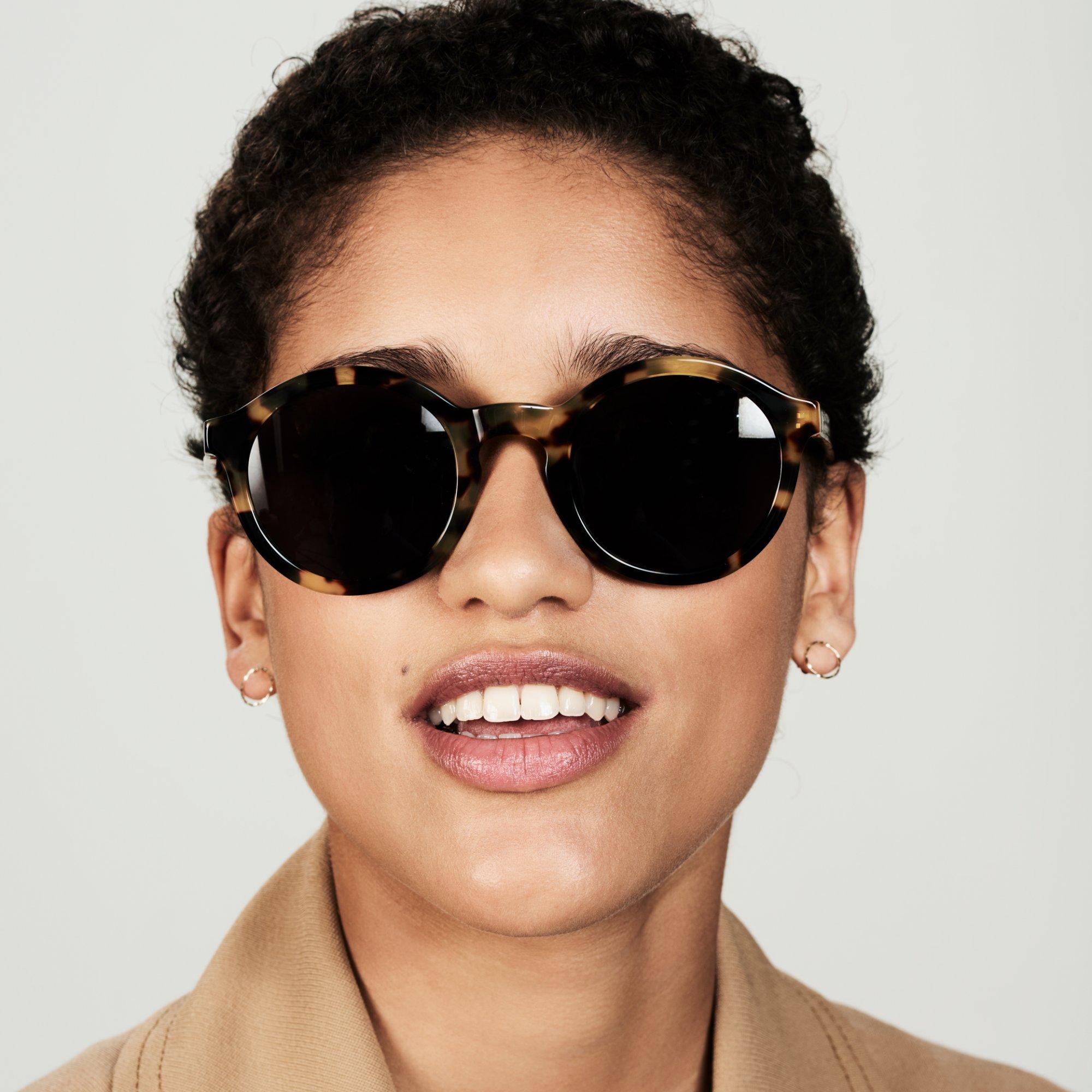 Ace & Tate Sunglasses | rund Acetat in Braun, Gelb