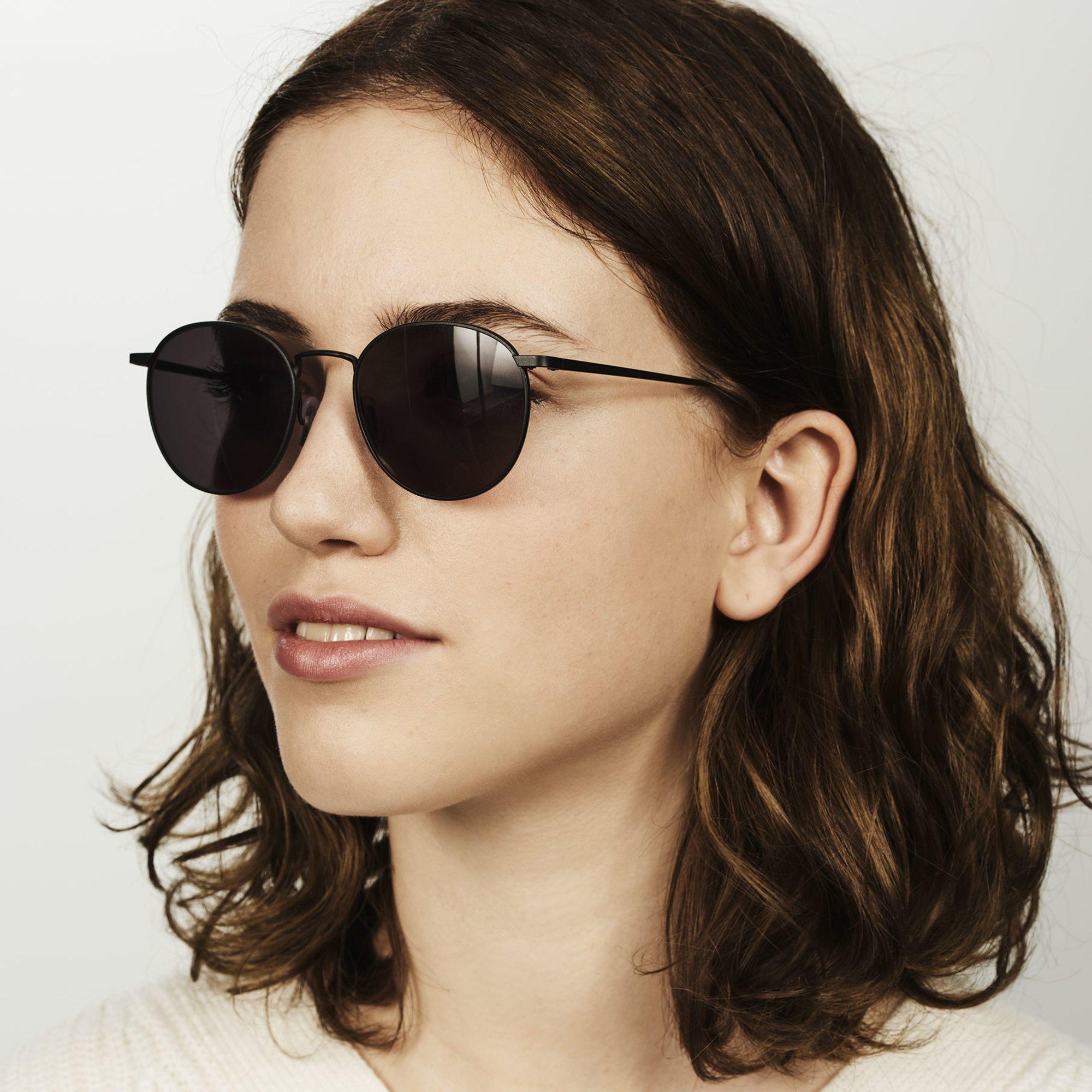 Ace & Tate Sunglasses | rund Metall in Schwarz